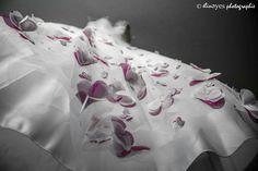 ..ROBE DE MARIÉE..  Mariage à Grenoble (France). Suivez moi sur ma page facebook : https://www.facebook.com/elineyesphotographie/  Et sur Instagram : @elineyes.photographie   #elineyesphotographie #mariage #robedemariée