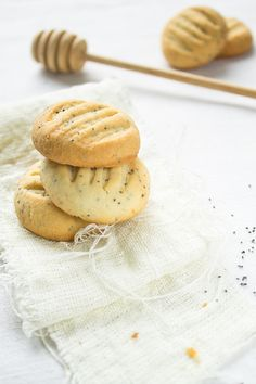 Gluten-free lemon, honey & poppy seed cookies
