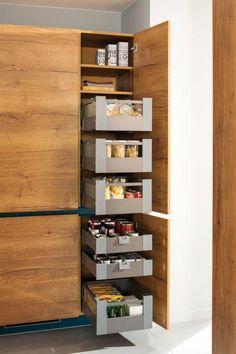 Platz da! Moderner Schrank für die Küche von Schmidt Küchen. Sehr praktisch mit ausfahrbaren Schubladen! #küchenmöbel #homify Mehr