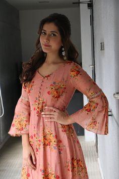 Raashi Khanna stills from Adanga Maru promotions - South Indian Actress Simple Kurti Designs, Stylish Dress Designs, Kurti Neck Designs, Kurta Designs Women, Kurti Designs Party Wear, Stylish Dresses, Women's Fashion Dresses, Blouse Designs, Salwar Designs