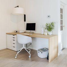 Universal designtafel, or a desk made of solid wood, off-set… Eaal for a guest… - Arbeitszimmer Home Office Setup, Home Office Space, Home Office Design, Bureau Design, Room Setup, Bedroom Decor, Home Decor, Solid Wood, Guest Room