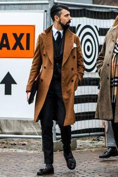 ビジネススーツに合う秋冬コート特集!王道からこなれ感を与えるアウターまでを紹介 | 男前研究所 Your Style, Style Me, Elegant Man, British Style, British Fashion, Gentleman Style, Stylish Men, Raincoat, Menswear