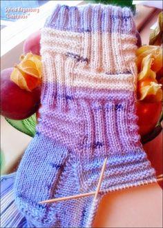 Knit Stockings, Sock Yarn, Knitting Socks, Yarn Crafts, Leg Warmers, Crochet Stitches, Fingerless Gloves, Mittens, Knitting Patterns