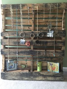Pallet jewelry showcase, diy, pallet project, how to show jewelry