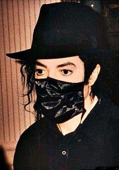 Impossível separar o génio do humanitário, o artista da sua alma, o homem da inocência...