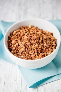 Ofengeröstetes Erdnussbutter-Honig-Müsli – nicht nur für Erdnussbutteroholiker