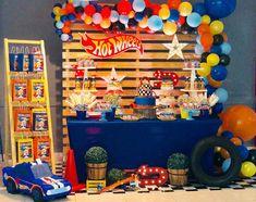 """""""Las carreras no se ganan en la primera curva, muchas veces se pierden""""... 🏎Juan Manuel Fangio. • • Héctor ya tiene #2 y lo celebró con lo… Hot Wheels Birthday, Hot Wheels Party, Race Car Birthday, Race Car Party, Hot Wheels Cake, 5th Birthday, Car Themed Parties, Cars Birthday Parties, Festa Monster Truck"""