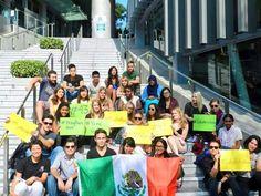 En la Universidad China de Hong Kong se solidarizan con #Ayotzinapa pic.twitter.com/zc5y4HxJuy