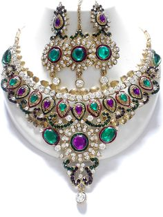 Unique and stylish Exclusive Indian Fashion Jewelry sets, this fashion jewellery sets contains a necklace, matching pair of earrings, and mangtikka. Wedding Jewelry Sets, Bridal Jewellery, Fashion Jewellery, Fashion Earrings, Indian Jewelry Sets, India Jewelry, Purple Jewelry, Diamond Jewelry, Bollywood Jewelry