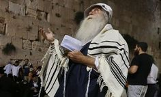 Thousands of Jews gather at Western Wall to mourn Tisha Be'av