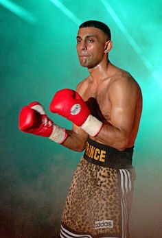 Prince Naseem Hamed was born #OnThisDay in 1974: http://www.boxingnewsonline.net/on-this-day-naseem-hamed-was-born-in-1974-in-sheffield/ #boxing