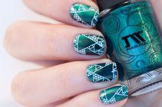 Masura Magnetic polish 904-185 Mint and Basil and geometric stamping nail art
