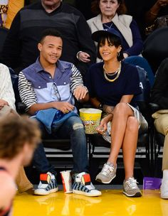 Pin for Later: Vous Ne Saviez Probablement Pas Que Ces Célébrités Ont Des Frères et Soeurs Rihanna et Rajad Fenty Rihanna a deux frères, Rorrey et Rajad Fenty; deux demi-soeurs, Kandy et Samantha; et un demi-frère, Jamie, du côté de son père.