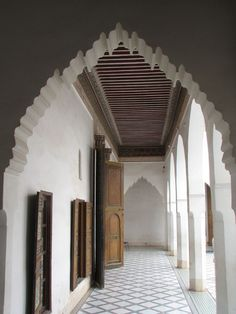 Marrakech-- every time I know I want a modern house, I see an arch like this and go OMG what am I thinking!>!>