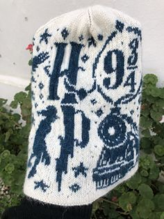 Ravelry: HP 2 beanie pattern by Lotta Lundin Double Knitting Patterns, Knitted Mittens Pattern, Beanie Pattern, Knit Mittens, Sweater Knitting Patterns, Knitted Hats, Knitting Ideas, Harry Potter Knit, Tribal Fox