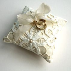 cuscino portafedi - bridal ring pillow
