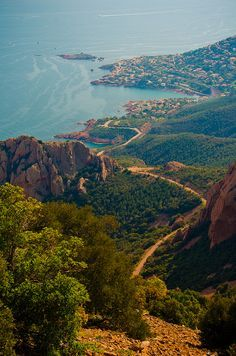 Massif Cap Roux, Esterel Range, Var departement, Provence, Southern France ✯ ωнιмѕу ѕαη∂у Places Around The World, Oh The Places You'll Go, Places To Travel, Places To Visit, La Provence France, Wonderful Places, Beautiful Places, Juan Les Pins, Ansel Adams
