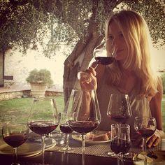 #RenataZanchi Renata Zanchi: Wine tasting. Grazie Fabrizio e @villacquaviva per il magico tour per il mondo del vino, delle tradizioni e dei sapori della terra toscana. Salute! Cheers! #wine #vino #winetasting #tasting #tuscany #toscana #maremma #monteargentario #Acquaviva #Villa #VillAcquaviva #ulivi #vigne #vigna #ulivo #model #renatazanchi #modelslife #rz #italy #italia #sapori #cultura #esperienza #experience