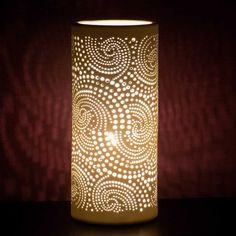 Lampe en porcelaine motif cachemire. http://symphoniedeco.fr/luminaires/53-lampe-cylindrique-cachemire.html