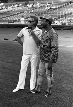 Usually any photo with Hank Aaron is about him. Except when Bob Uecker is rocking the white slacks & shoes.