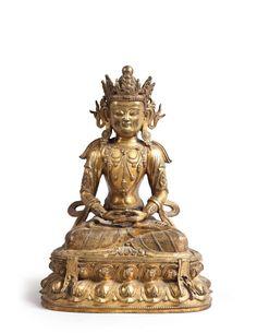 Chine, époque Kangxi (1662-1722). Amitayus assis en padmasana sur un socle, bronze doré, h. 37,5 cm Frais compris : 175 000 €.