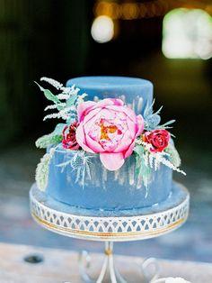 dark wedding cakes - photo by Ashley Slater Photography Wedding Cake Photos, Cool Wedding Cakes, Beautiful Wedding Cakes, Wedding Cake Designs, Beautiful Cakes, Amazing Cakes, Steel Blue Weddings, Simple Weddings, Wedding Simple
