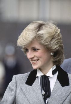 Princess Diana Wearing Traditional Teddy Boy Outfit Of Herringbone. Princess Diana Wearing Traditional Teddy Boy Outfit Of Herringbone Coat With Velvet Collar And Tied Bow For A Visit To A Children's Hospital In London Princess Diana Hair, Princess Diana Fashion, Princess Diana Pictures, Princess Of Wales, Teddy Boys, Lady Diana Spencer, Style Icons, Most Beautiful, Beauty