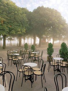 Morning in the Park-Domme(Dordogne), France