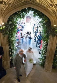 Meghan Markle walks up the aisle with the Prince Charles, Prince of Wales at St George's Chapel at Windsor Castle during her wedding to Prince Harry on May 2018 in Windsor, England. Prince Harry Et Meghan, Prince Harry Of Wales, Meghan Markle Prince Harry, Harry And Meghan, Prince Charles, 2nd Wedding Anniversary, Wedding Day, Wedding Bells, Wedding Ceremony