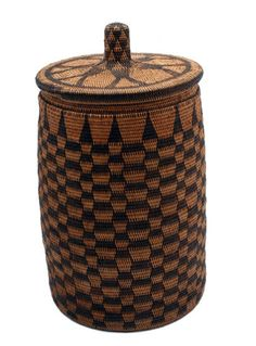 Africa | Cylindrical lidded basket from the Lozi people of Zambia. Upper Zambezi region. Reed and bark | ca. 20th century