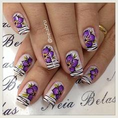 Unhas feita a mão com pincel carga dupla a venda na minha loja virtual acessem www.esmalterianeiabelasunhas.com.br