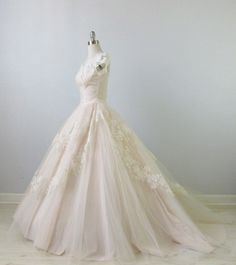 Beautiful 1950s Wedding Dress, so elegant Absolutely adore the skirt on this dress. I'd pair it with off the shoulder sleeves.