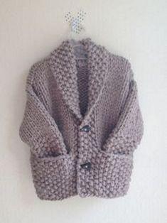 Baby Boy Knitting Patterns, Baby Sweater Knitting Pattern, Sweater Patterns, Baby Girl Shirts, Baby Girl Winter, Boys Sweaters, Fashion Sewing, Knitting Sweaters, Knitting And Crocheting