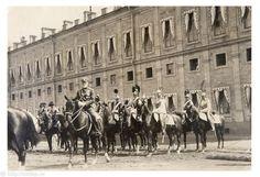 Фотография - Парад перед Гатчинским дворцом - Фотографии старого Петербурга