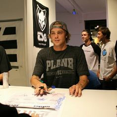 i will go to one of his signings someday and get his autograph. #lovehim