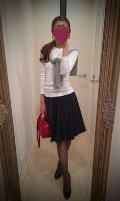 White blouse + black gathered skirt + red bag - http://ameblo.jp/nyprtkifml