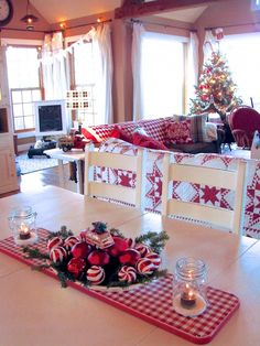 50 Stunning Christmas Table Dining Rooms Decor Ideas 3 – Home Design Christmas Living Rooms, Christmas Room, Christmas Kitchen, Cozy Christmas, White Christmas, Christmas Lights, Christmas Crafts, Christmas Events, Simple Christmas