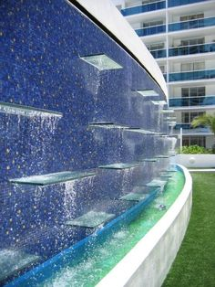 Glass water shelves with backlit programmable LED lighting. Modern Water Feature, Outdoor Water Features, Water Features In The Garden, Landscape Walls, Landscape Architecture, Landscape Design, Garden Design, Water Wall Fountain, Water Pond