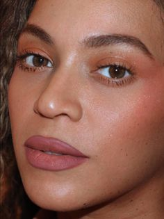 Beyonce Skin Care Routine For - beyonce updates Beyonce 2013, Beyonce Funny, Beyonce Coachella, Makeup Inspo, Beauty Makeup, Dope Makeup, Makeup 101, Glowy Makeup, Makeup Ideas