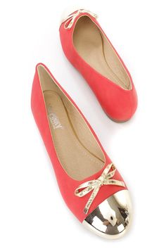 These stylish and comfy ballet flats feature a nubuck faux leather upper with a round closed toe and metallic cap, bow tie accent, scoop vamp, smooth lining, and cushioned footbed.http://www.amiclubwear.com/shoes.html