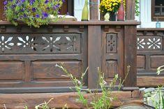 Bogdan și Nicoleta au salvat o casă veche și și-au împlinit visul de a avea un refugiu la țară   Adela Pârvu - Interior design blogger Balcony Design, Neo Traditional, Log Homes, Outdoor Structures, House Styles, Woods, Interior, Timber Homes, Retro