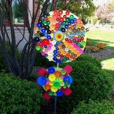 Bottle cap art Class Art Projects, Projects For Kids, Welding Projects, Bottle Cap Projects, Soda Can Art, Trash Art, Bottle Cap Art, Cork Art, Color Crafts