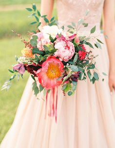 These Are Summer 17's Trendiest Wedding Bouquets - Wilkie Blog! - Pink blooms with green accents