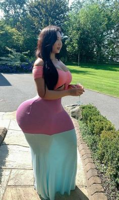 Girl With Curves, Sexy Curves, Big Hips And Thighs, Voluptuous Women, Sexy Older Women, Curvy Outfits, Sexy Dresses, Asian Girl, Strong Women