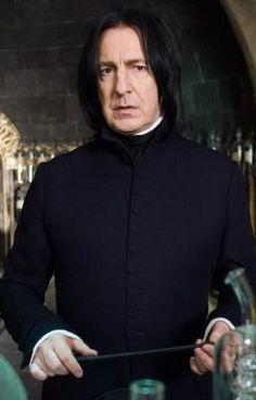 #wattpad #humor Después de la Batalla Final, algunos personajes no tienen mucho que hacer...Severus Snape está de casería! o al menos eso dice Albus Dumbledore..