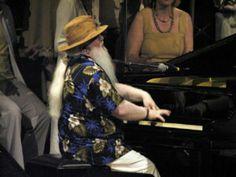 O projeto Jazz.br da próxima terça, 9, traz Hermeto Pascoal para dirigir um workshop de música, a partir das 17h30, no Bourbon Street Club. A entrada Catraca Livre.