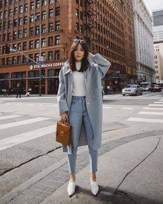 When you don't have an idea for your OOTD, you're lazy but want to look fashionable, you don't need to worry, just prepare your jeans and white shoes, it's the perfect combi… Mode Outfits, Chic Outfits, Fashion Outfits, Fashion Trends, Korean Winter Outfits, Winter Layering Outfits, Winter Coat Outfits, My Hairstyle, Look Chic