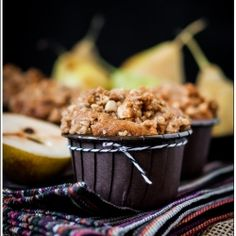 Muffins with Pears - needs translation from Greek Artisan Bread Recipes, Healthy Bread Recipes, Healthy Breakfasts, Muffin Recipes, Pear Muffins, Coffee Cake Muffins, Opening A Bakery, Single Serving Recipes, Delicious Fruit