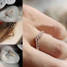 Hot 19MM 2016 Women Girls Shiny Charming V-shaped Rhinestone Crystal Lovers' Ring Jewelry Xmas Gift