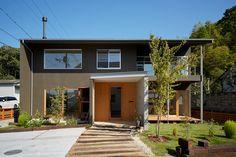 山里のいえ: toki Architect design officeが手掛けた庭です。 Garage Doors, Exterior, Architecture, Outdoor Decor, Design, Home Decor, Belize, House Ideas, Arquitetura